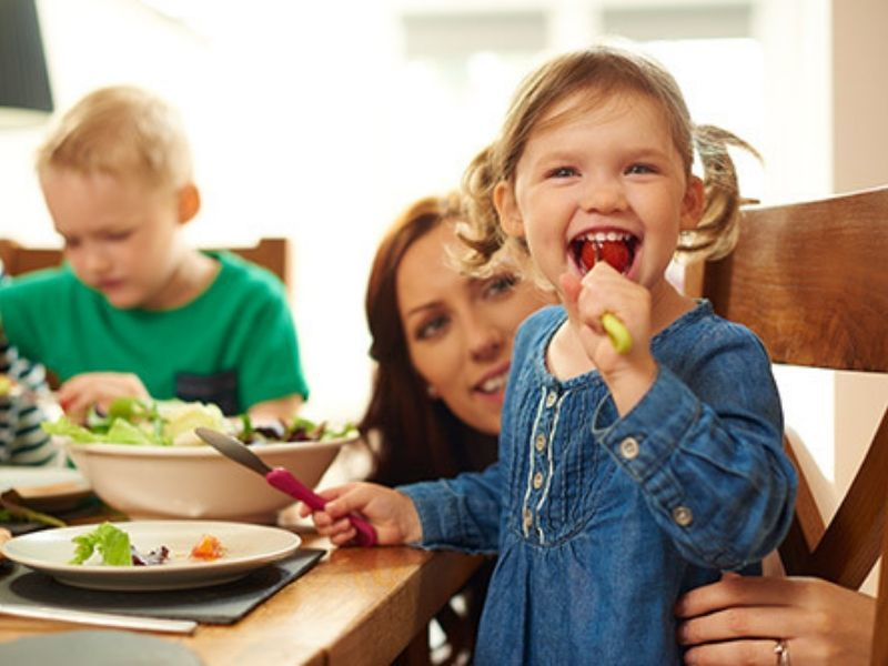 Healthy Minute: 'Family Meals: Small Investment, Big Payoff'